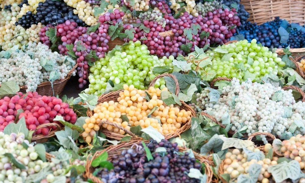 Preparing frozen grapes